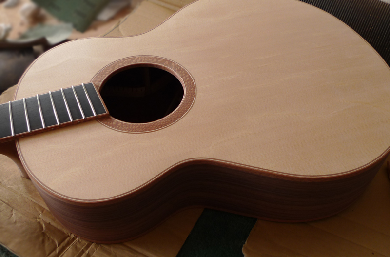 fanned frets, andreas montgomery, montgomery guitar , northern ireland, luthier