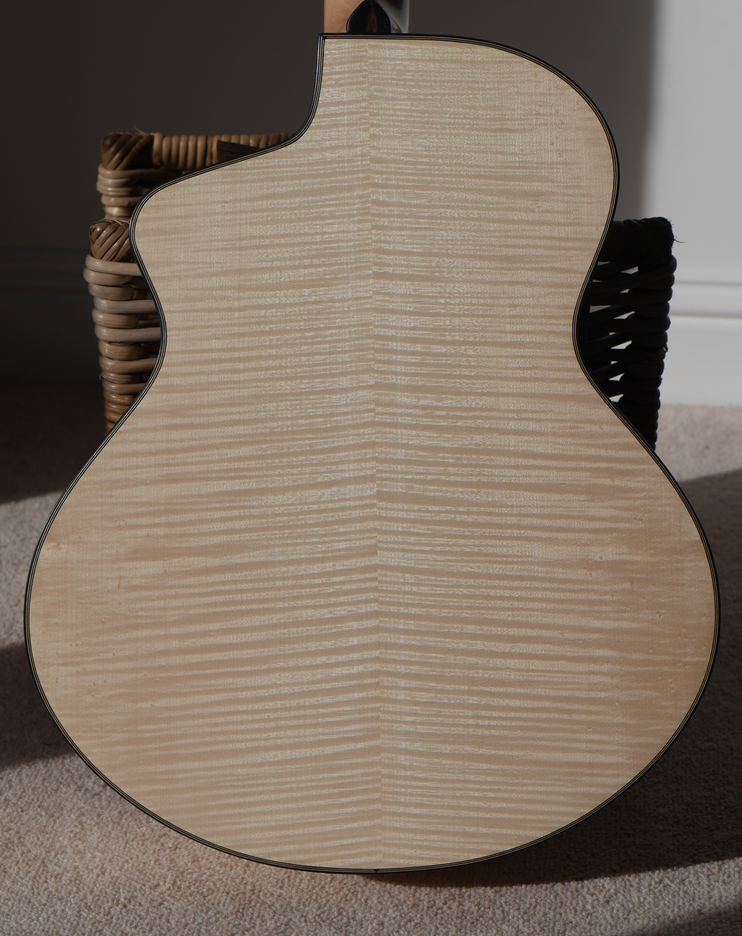 12th fret jumbo, flammed maple, montgomery guitars, custom guitar, andreas, carrickfergus
