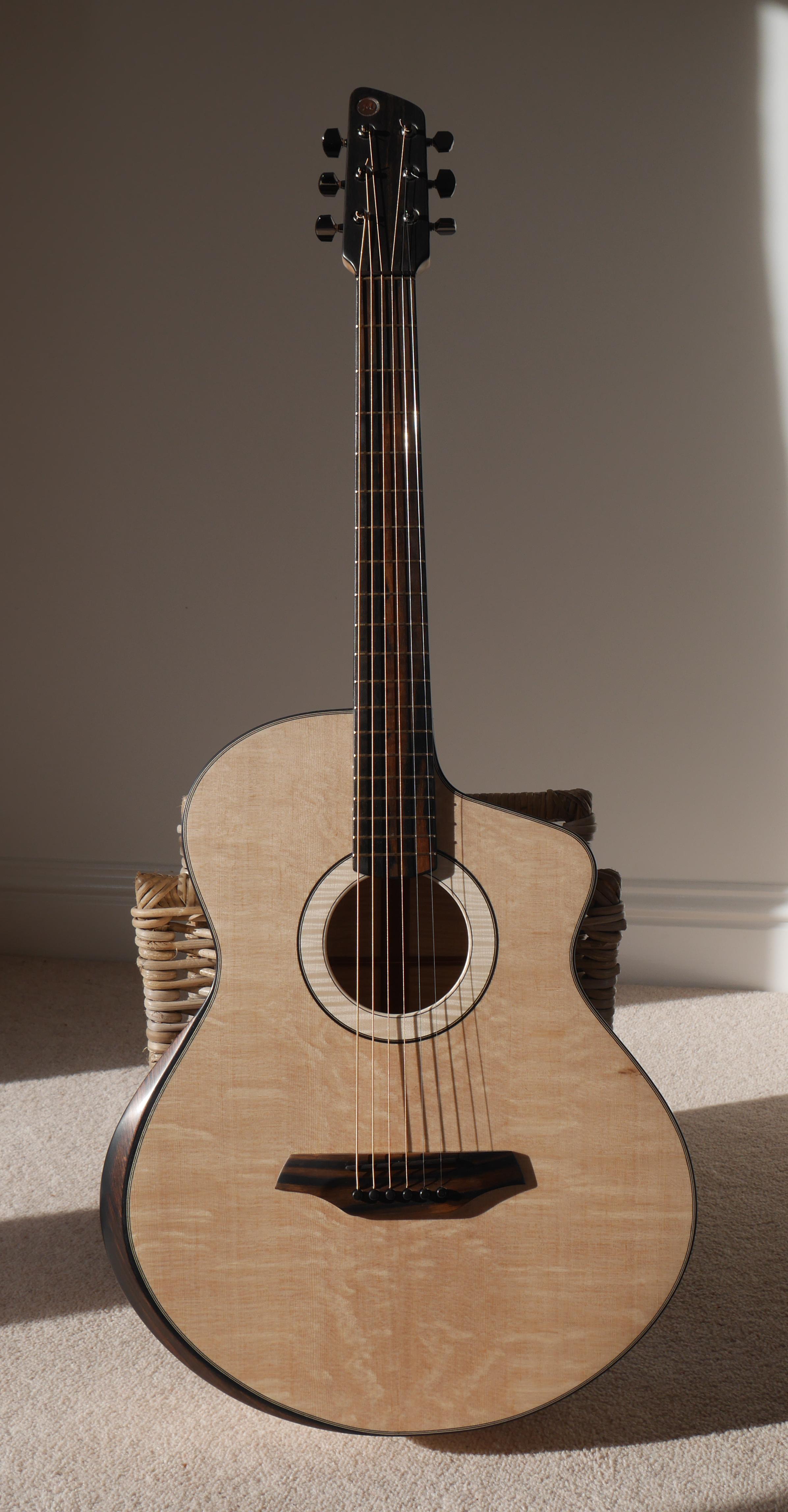 montgomery jumbo, montgomery guitar, 12th fret, bear claw, handmade, montgomery