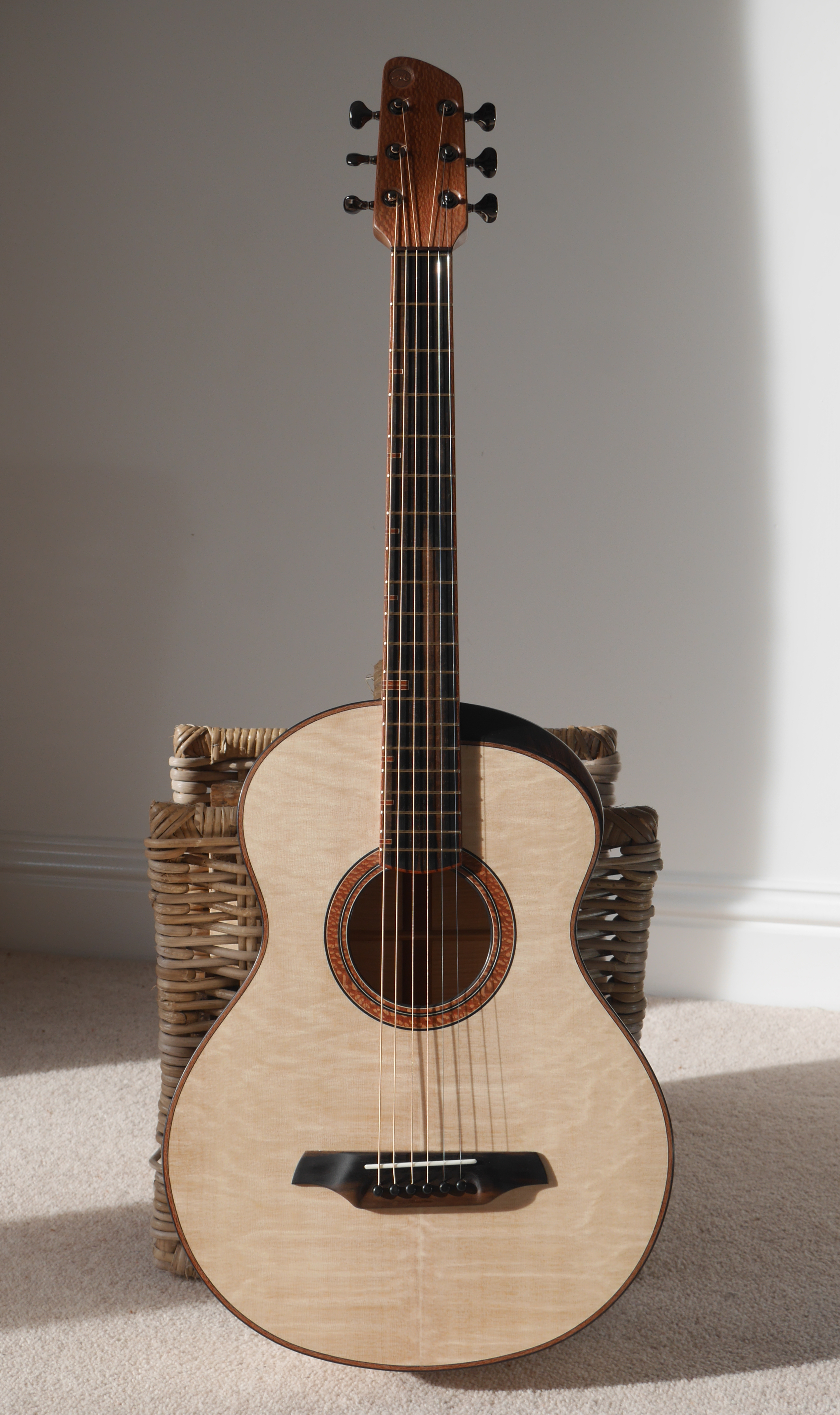 montgomery guitars, 12 fretter, flammed maple, bearclaw spruce, concert, andreas guitar, lacewood