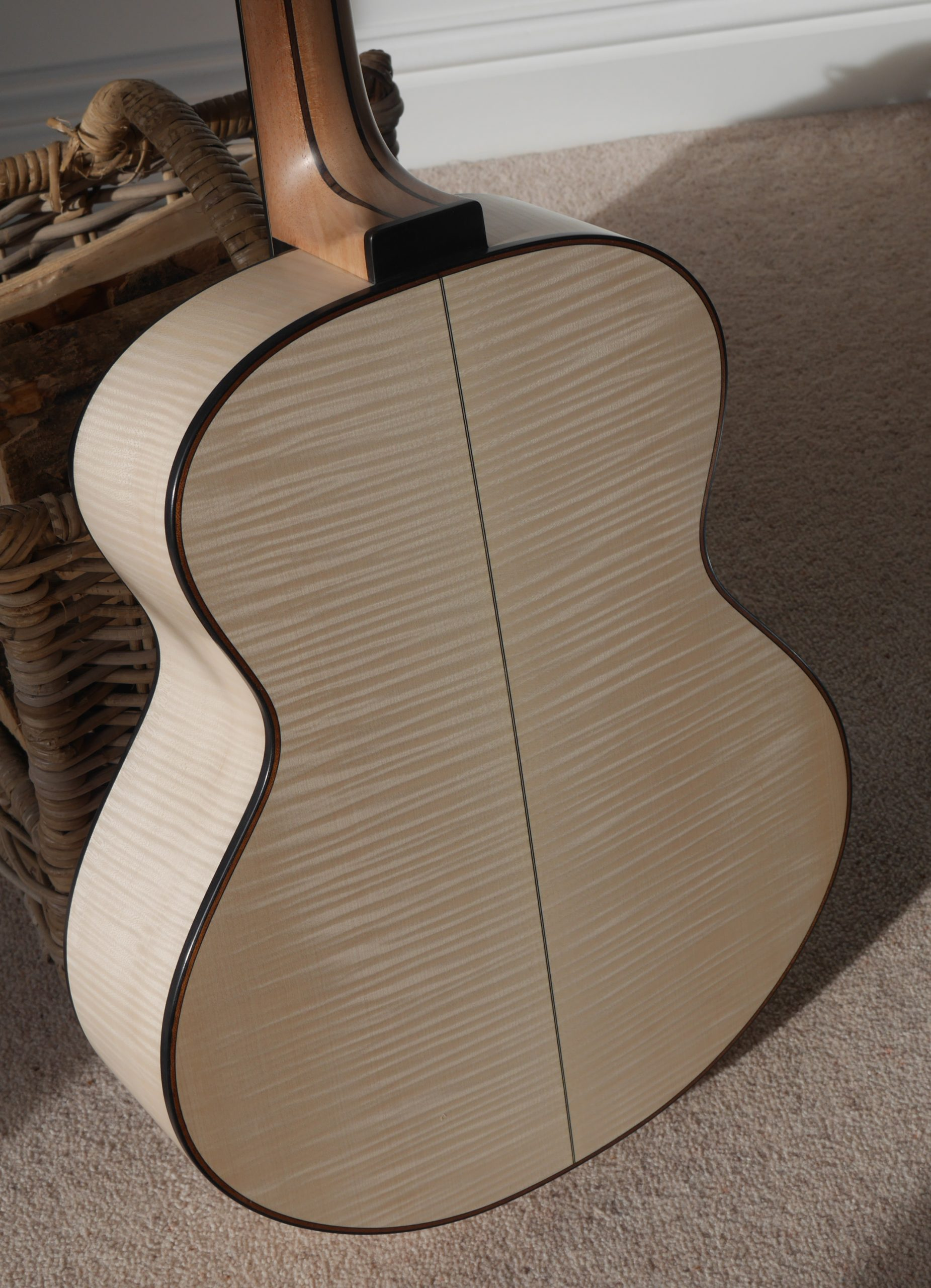 jumbo, acoustic guitar, montgomery guitar, andreas Montgomery, flamed maple, luthier
