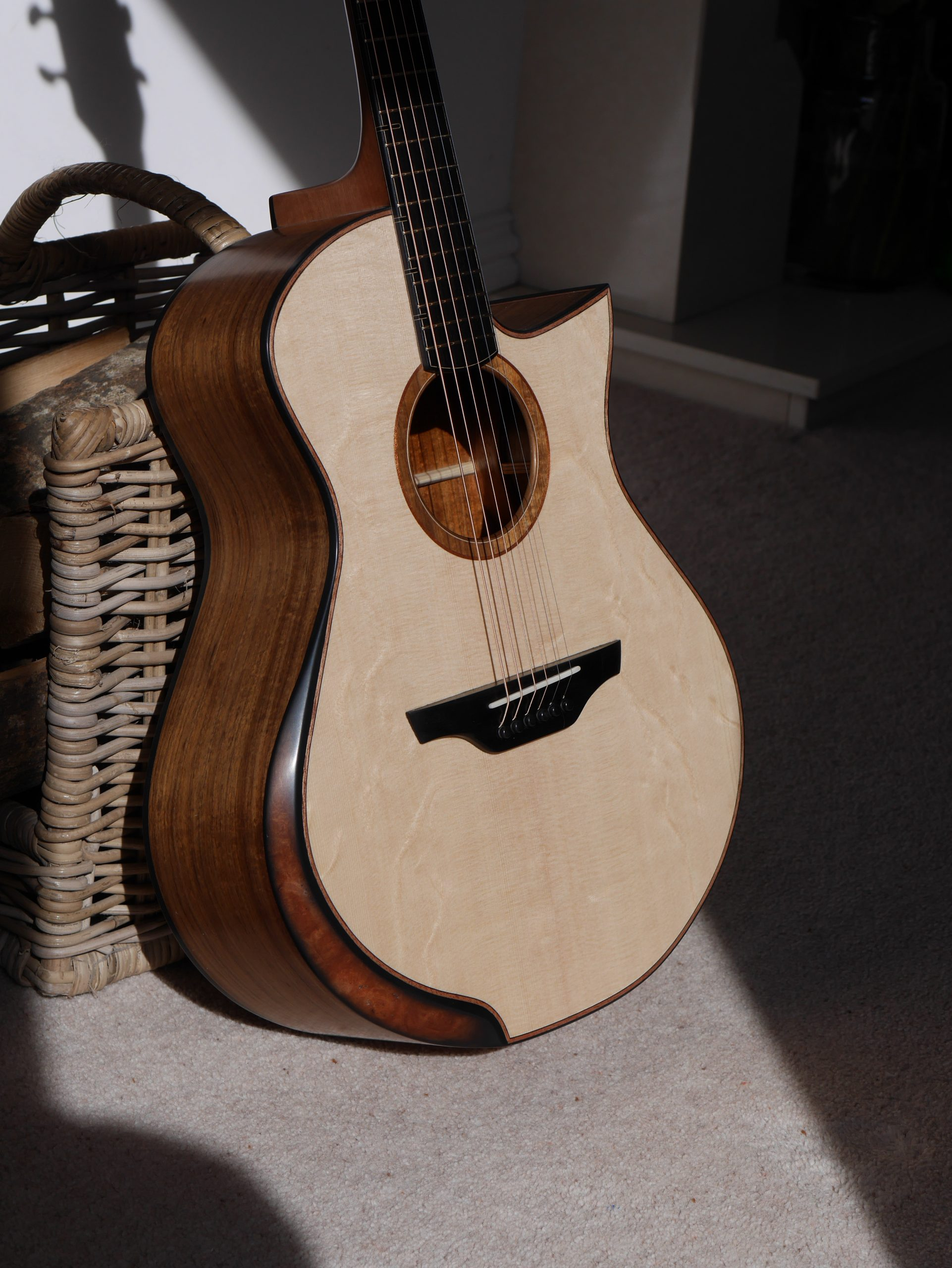 Grand concert, arm bevel, montgomery guitars, luthier, handmade, acoustic